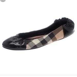 Burberry house check cap toe flats size 7